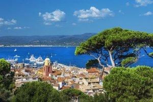 Blick auf Saint-Tropez an der Cote D'Azur