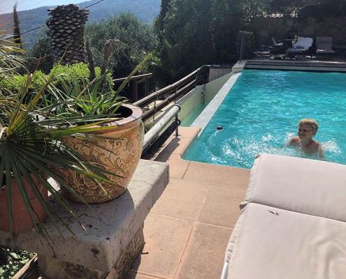 Wir lieben Schwimmen! Sie auch? Kein Problem, in diesem einmaligen Außenpool mit Panoramablick macht der Provenceurlaub Spaß!