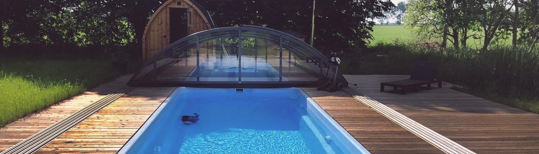 Sauna, ein überdachte und beheizter Outdoor-Pool sowie eine schwedische Badetonne. Das Landhaus Dragun lässt Besuchern keine Wünsche offen: Erholung und Entspannung inmitten der wundervollen Natur garantiert!
